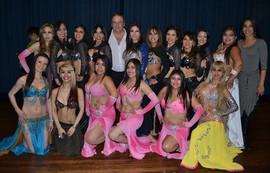 Aquí al lado de mis hermosas alumnas!!,