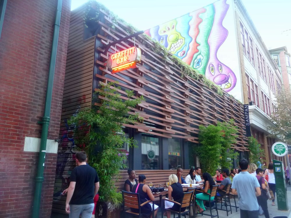 Graffiti Bar - photo from Yelp