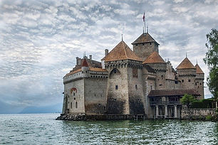 castle-4873097_640.jpeg