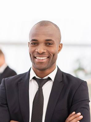Man in zwart pak