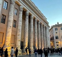 Piazza di Pietra.jpg