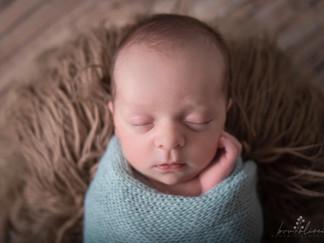 newborn-em-casa-Miguel