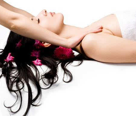 The benefits of oil massage in Dubai for women