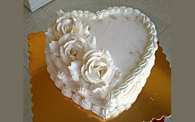 ONE TIER SOFT CREAM SPONGE HEART