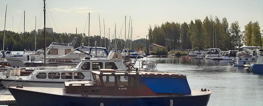 Oy Marina Group satama ja laiturinäkymä.