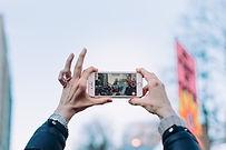 ידיים מצלמות.jpg