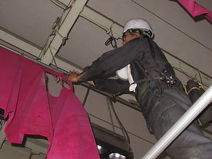 舞台設備工事1.JPG