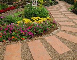 Садовые дорожки из тротуарной плитки и гравия