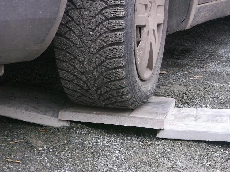 прочная плитка выдерживает заезд авто