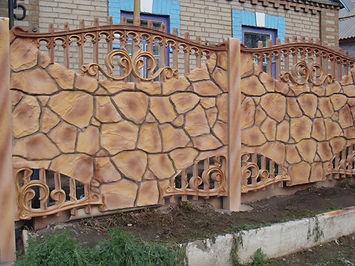забор бетонный дикий камень
