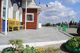 Готовый объект - Харчевня в Березовском - площадка, оформленная тротуарной плиткой Мостовая