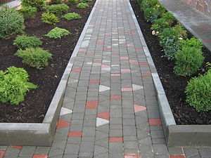бордюр тротуарный в ландшафтном дизайне