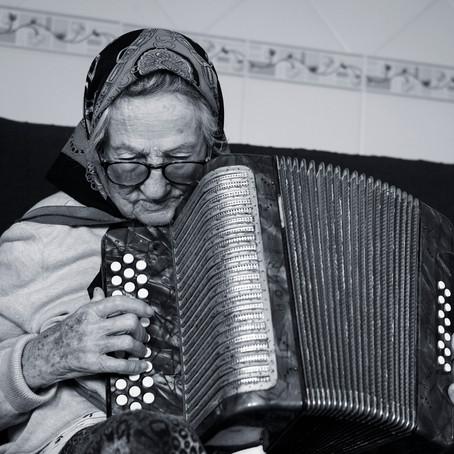 103 anos de idade e um acordeão