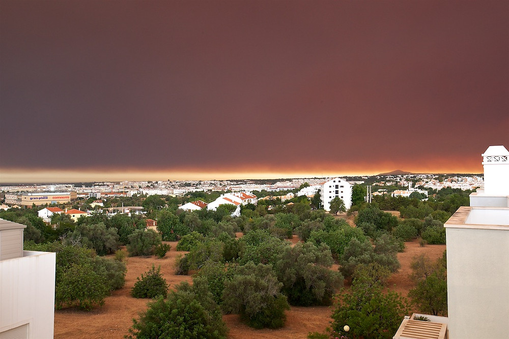 19 h 50 min • Tavira sob fumo e cinzas