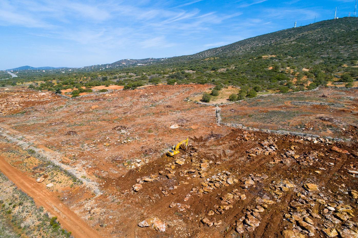Despedrega intensiva na base da encosta Sul do Cerro de São Miguel   |   19 de Maio de 2020