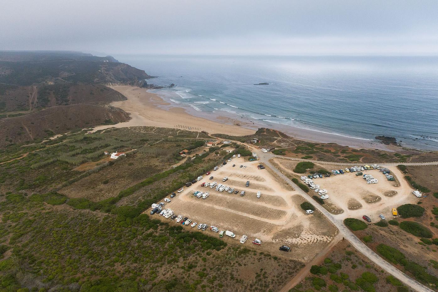 Praia do Amado e os seus parques de estacionamento   |   Aljezur   |   20 de Julho de 2020