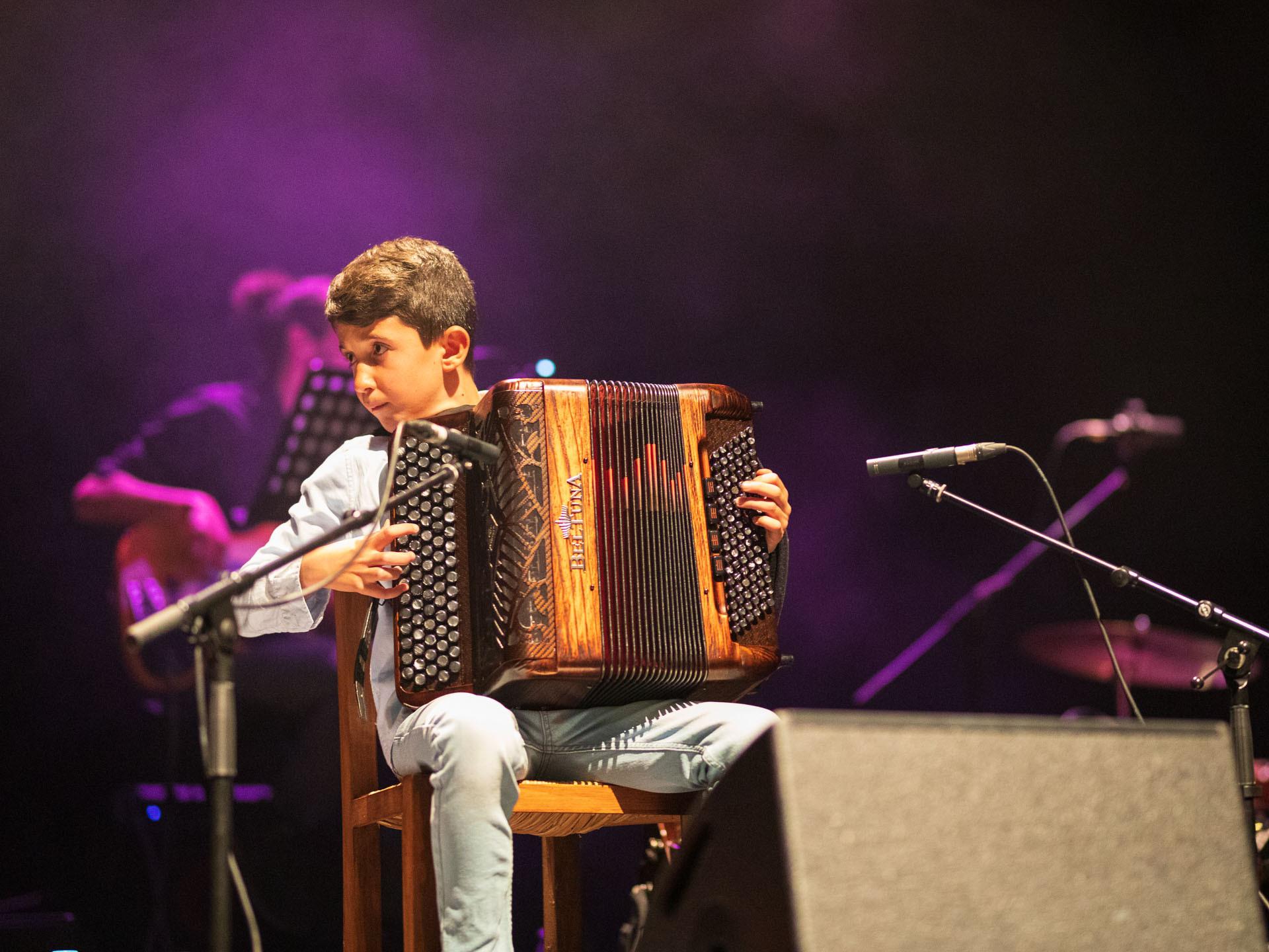'Filho de peixe sabe nadar e filho de acordeonista sabe tocar!' Por isso, Tiago Conceição foi um dos convidados especiais...