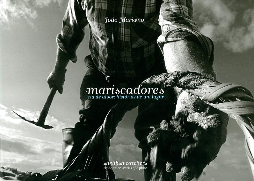 Mariscadores. Ria de Alvor: histórias de um lugar    2010    ISBN 978-989-8376-02-2    (W 30.5 cm H 21.5 cm)