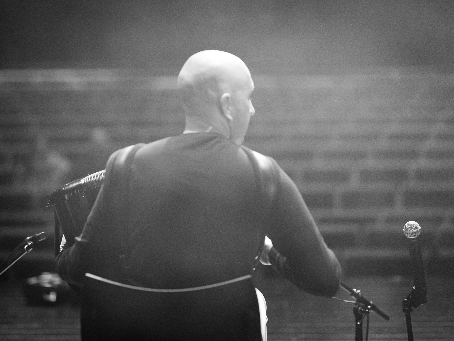 Nelson Conceição e a solidão da plateia (ainda) vazia...