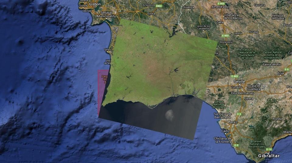 Google Earth em background e cobertura do Path 203 / Row 34 representada com a própria imagem de satélite ('Natural Color' image)