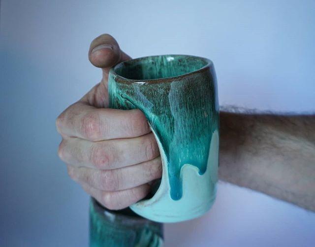Hand-warming mugs 🍵🌿 . .
