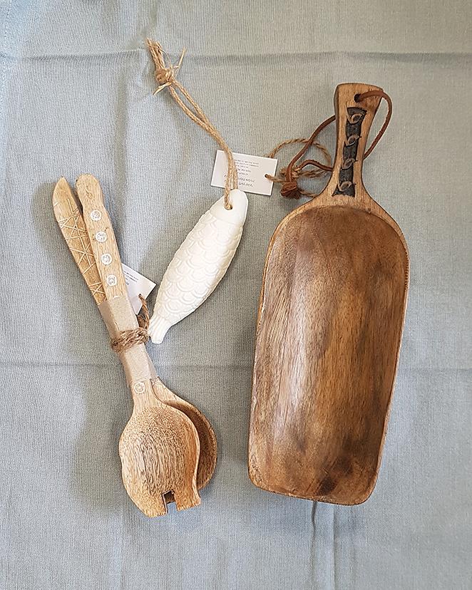 כפות ומגש עץ