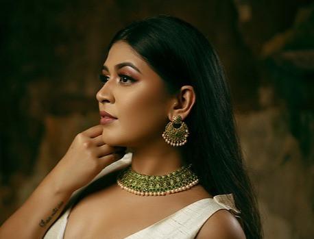 indian-woman-5450102_640_edited.jpg