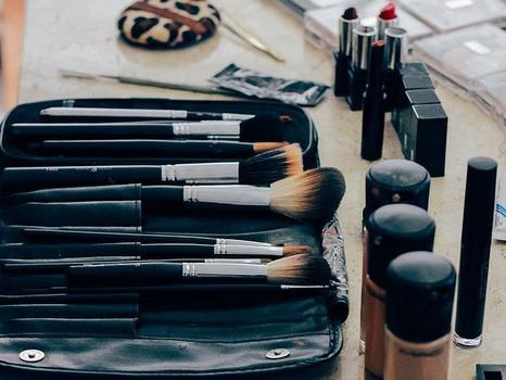 makeup-1209798_640.jpg