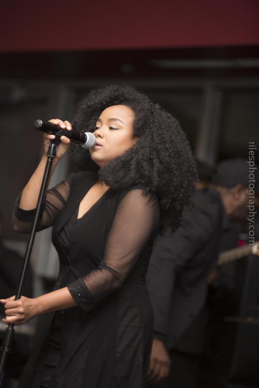 Mia, Vocalist