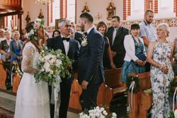 Ślub kościół Św. Antoniego Smażyno w kościele  w Smażynie