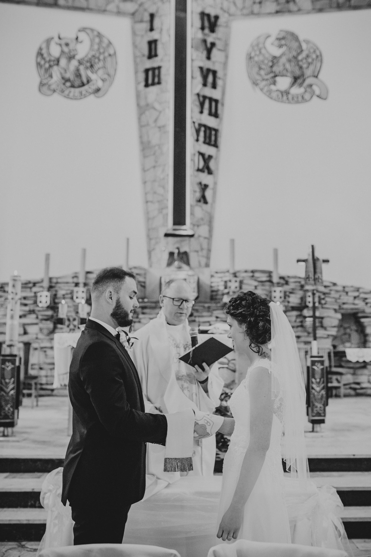 Ślub kościół Chrystusa Króla Wejherowo w kościele w Wejherowie