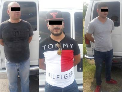 Policía de Veracruz rescata a 37 migrantes y detienen a 5 'polleros