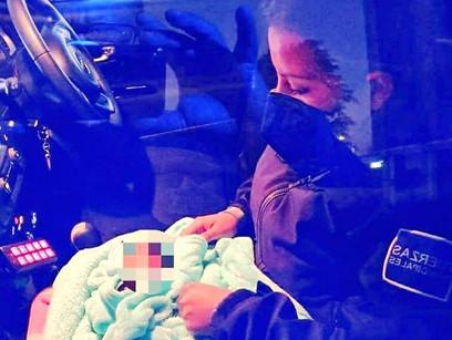 Abandonan bebé en la batea de una camioneta en la Central de Abasto