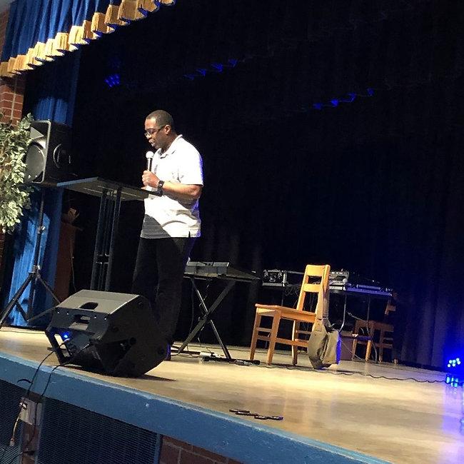 Pastor Daric.jpg