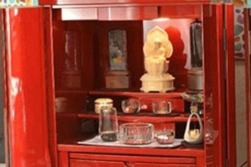 メタリックレッドの仏壇