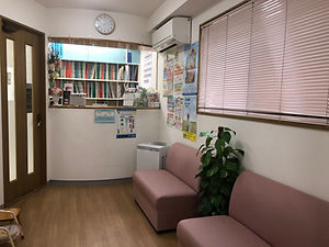かなだ歯科医院待合室