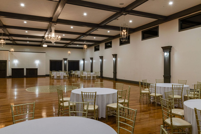 The grand hall is a perfect balance of style with an unobtrusive design allowing the wedding party to shine in their unique way.