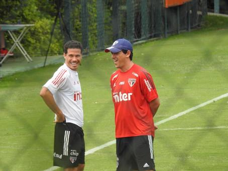 Hernanes elogia coragem de Fernando Diniz e revela bastidor de duelo São Paulo x Flamengo.