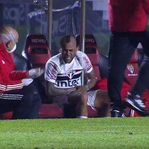 Daniel Alves fora por até 40 dias.