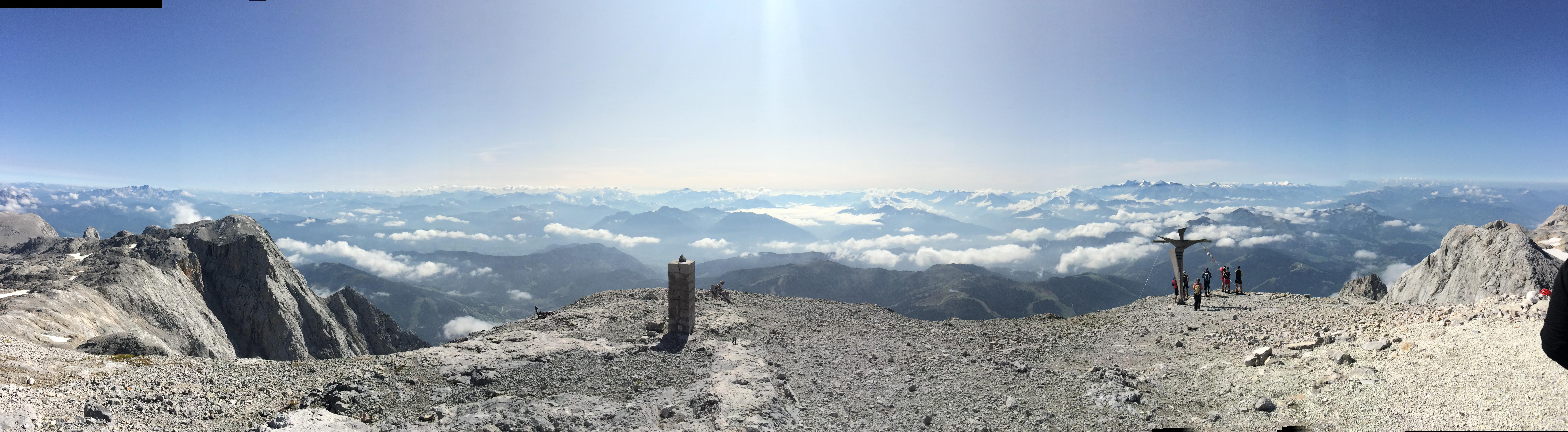 Nach einer langen Wanderung am Gipfel des Hochkönigs