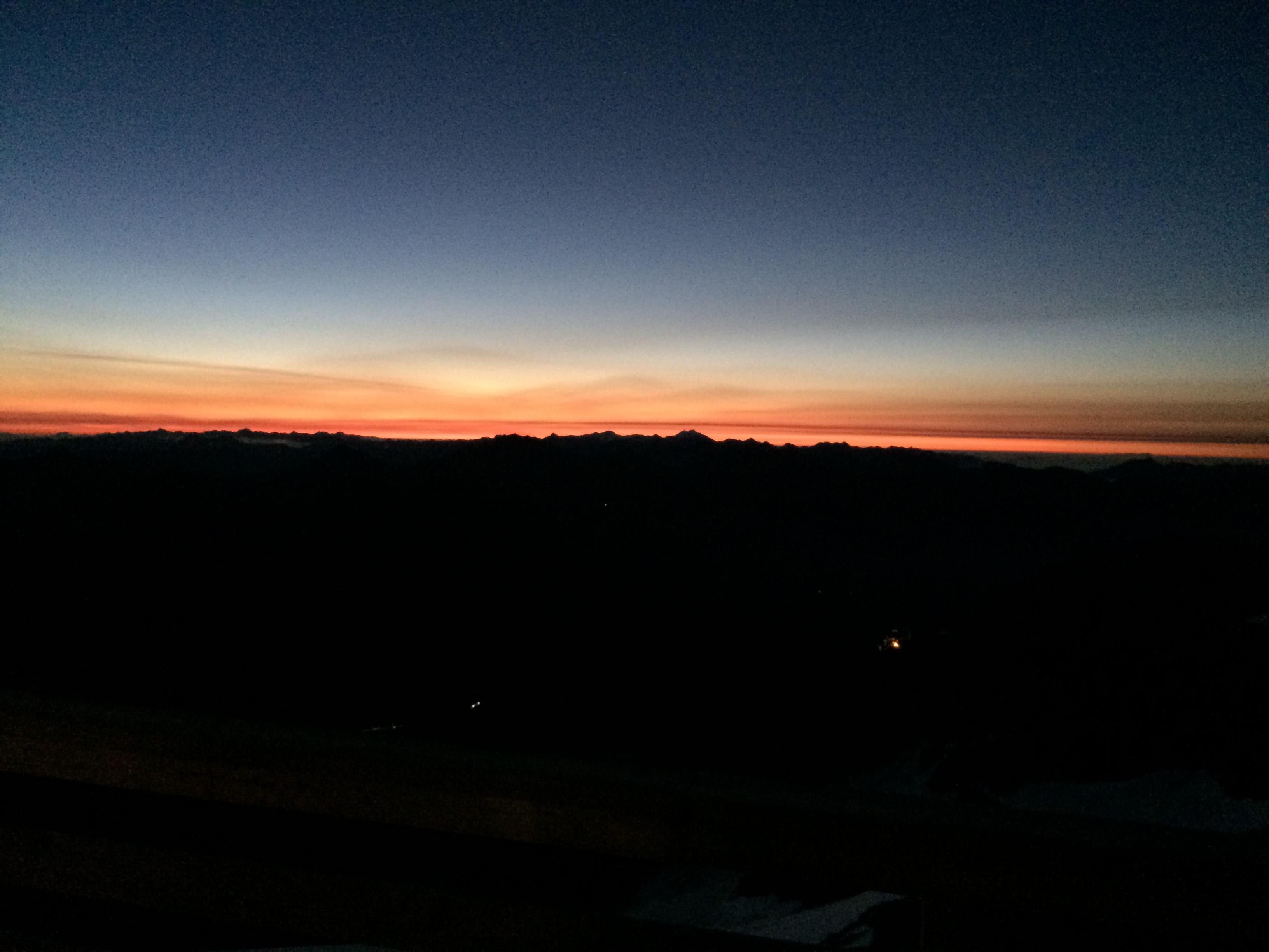 Sonnenaufgang auf der Adlersruh vor dem Aufstieg auf den Großglockner