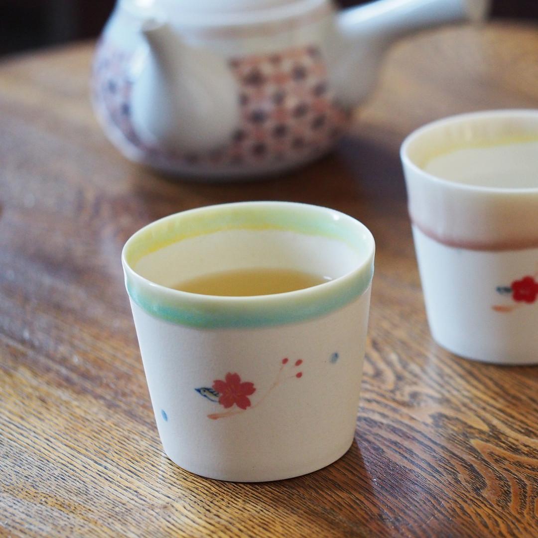 カップ / 鳥模様のカップ
