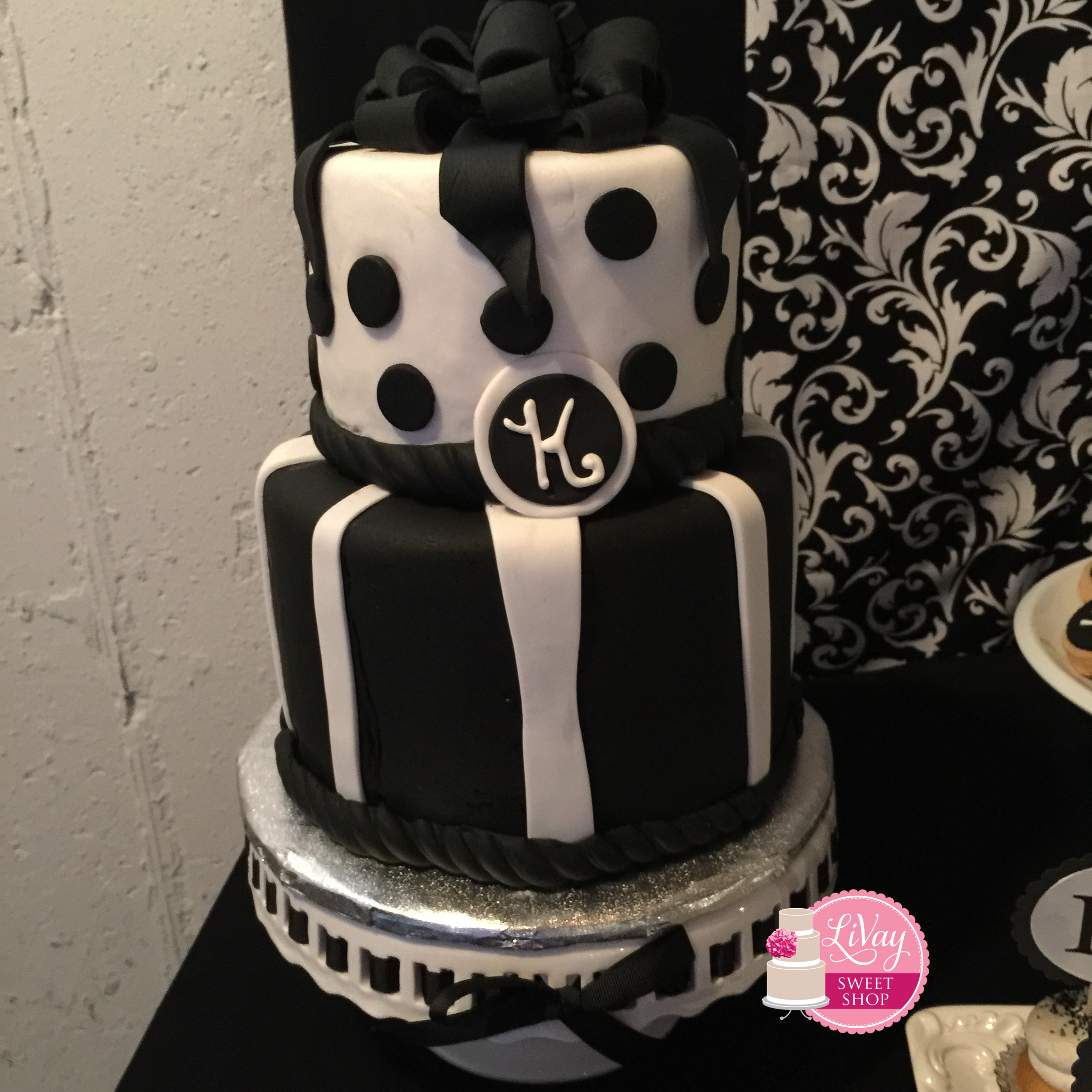 Black and White Fondant Cake
