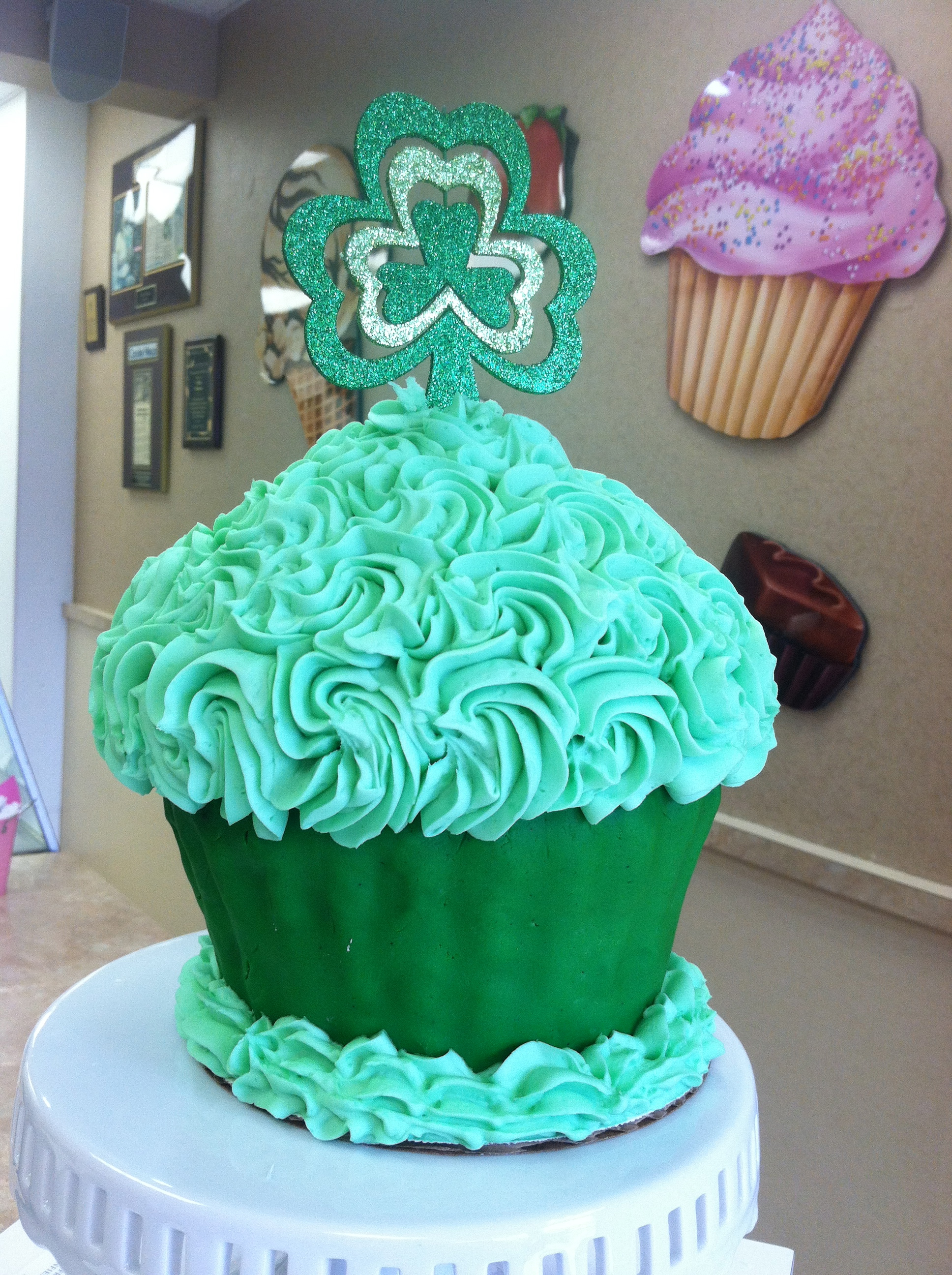 St.Patricks King Size Cupcake