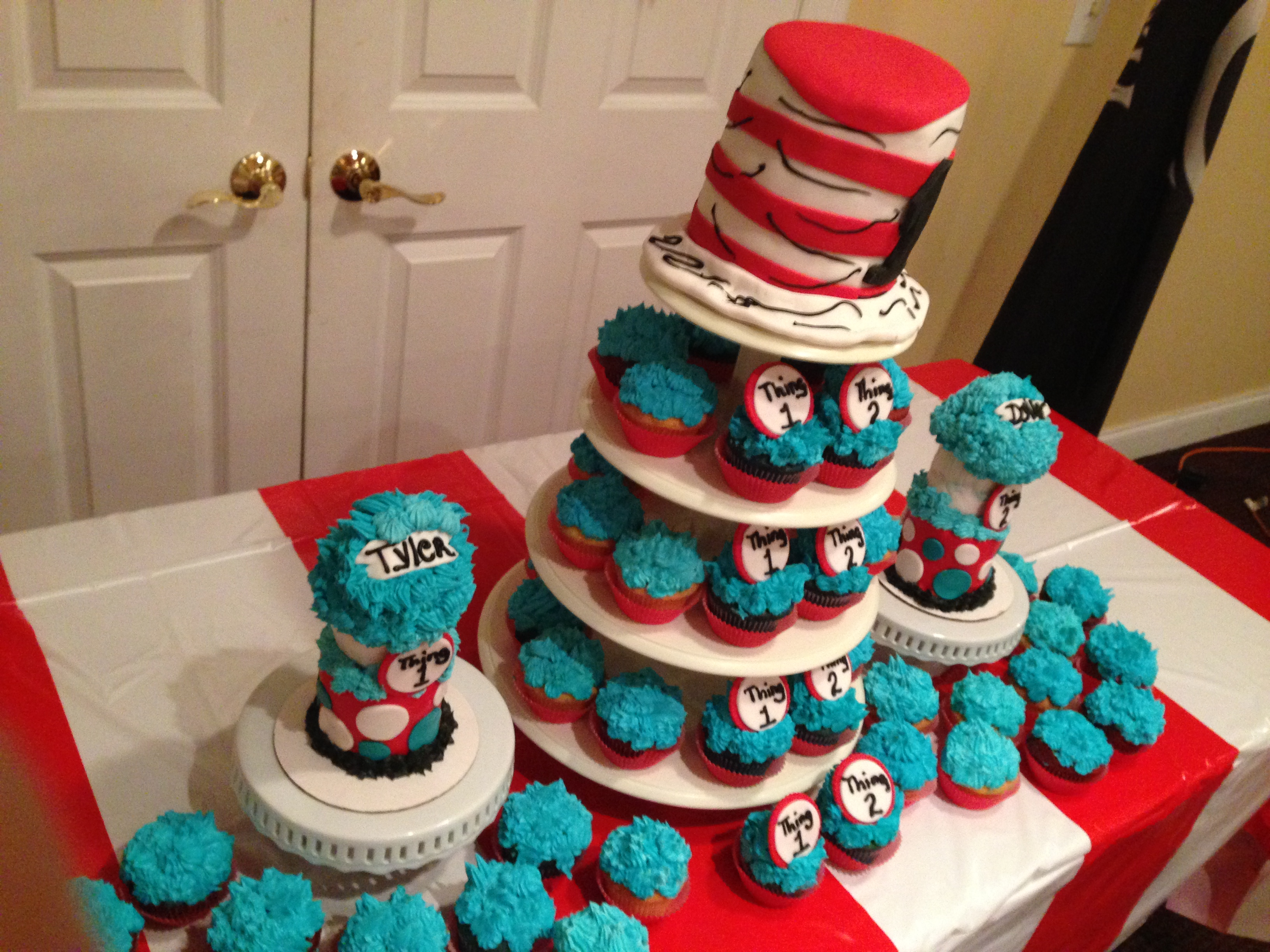 Cat In The Hat Cake Table