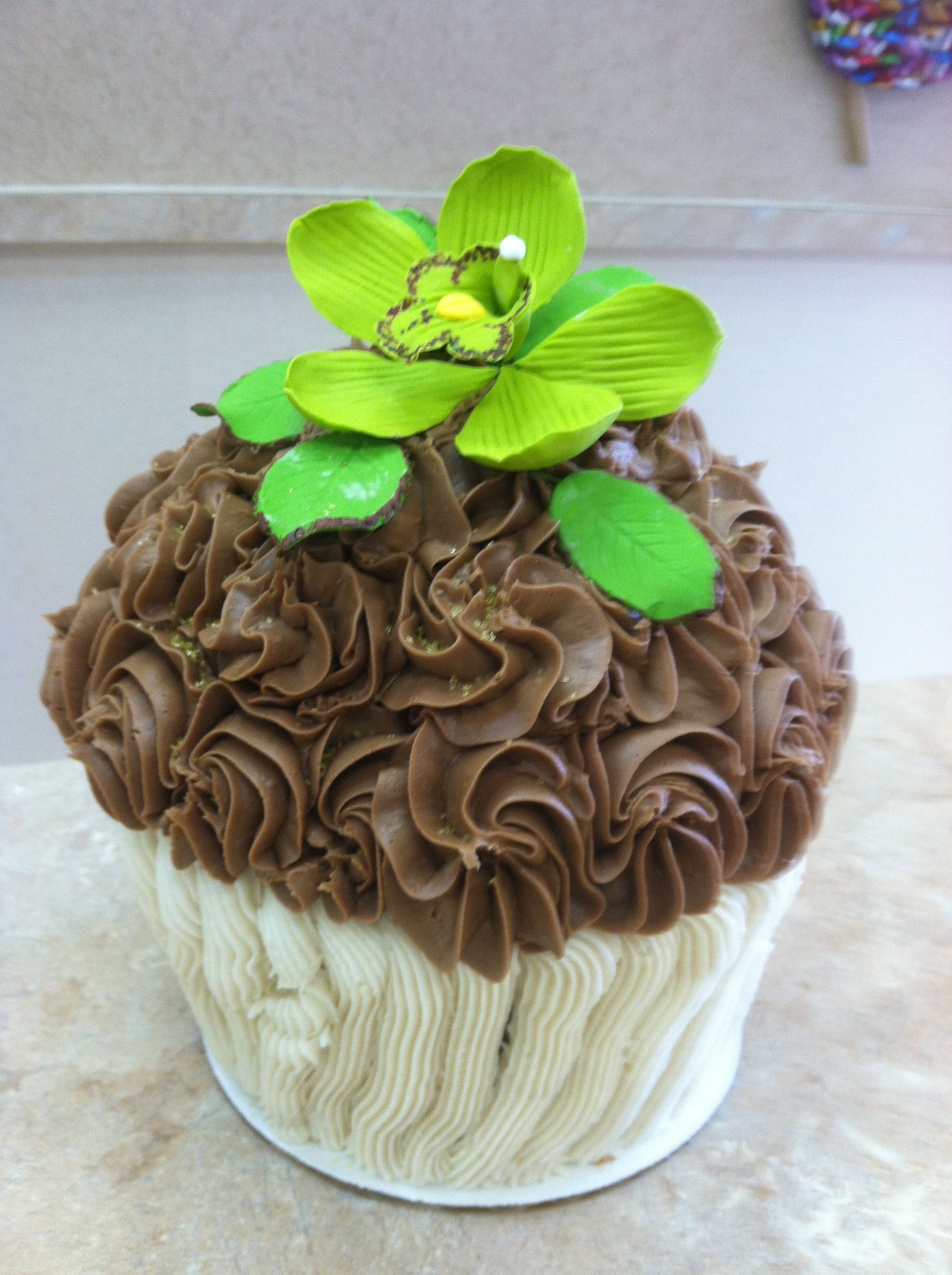 Flower King Size Cupcakeb