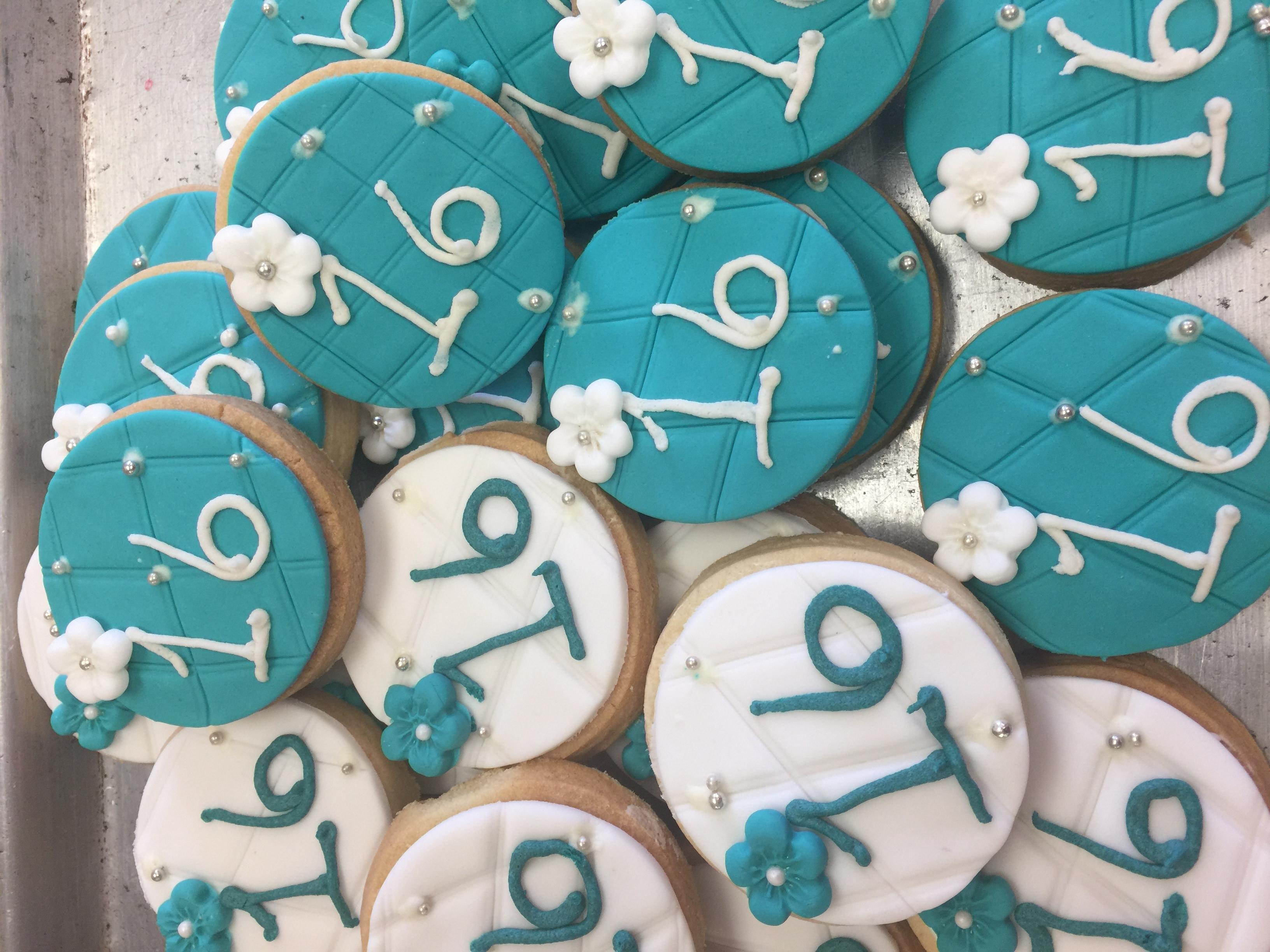 Sixteen Cookies