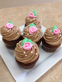 Flowers And  Pearls Cupcakes