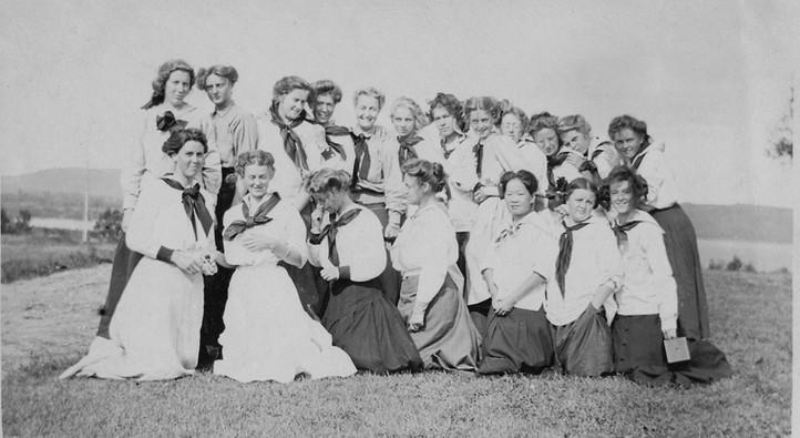 Tent-group-First-1909.jpg