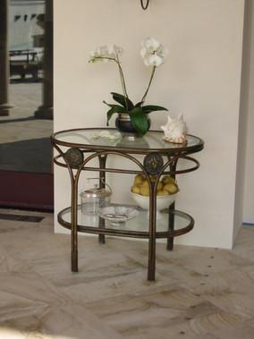 Aegeo oval side table